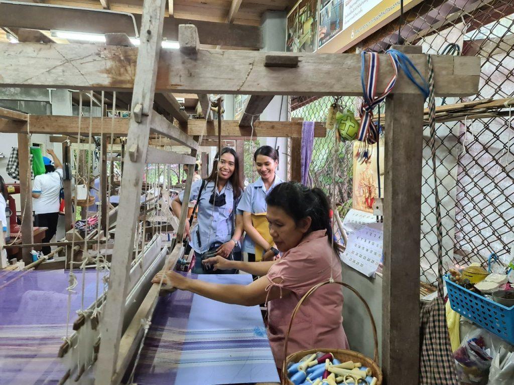 ศูนย์การเรียนรู้ผ้าทอเกาะยอ กลุ่มร่มไทร จ.สงขลา